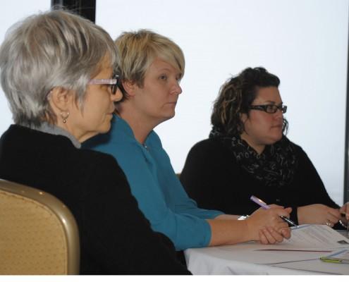 (de gauche à droite) Vivian Knapp, Patrimoine canadien, Deana Hatcher, ministère de l'Éducation de Terre-Neuve-et-Labrador et Josée Vaillancourt, Fédération de la jeunesse canadienne-française